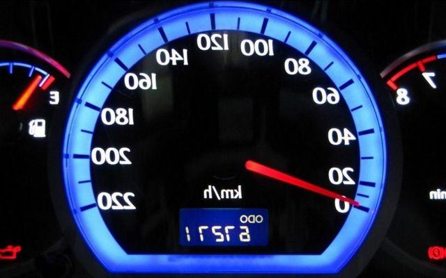Renault Logan ></noscript> Настоящий пробег логана» width=»640″ height=»400″ class=»size-full aligncenter» /></p> <p>У винтов отсутствуют сколы и следы скручивания. Ведь если он был скручен, то это свидетельствует о недобросовестности владельца машины. Замена стекол чаще всего говорит о ДТП или уголовном прошлом ТС Как узнать, скручен ли пробег на одометре На любом виде подержанного автомобиля есть возможность обнаружить скрученный пробег.</p> <p><img src=