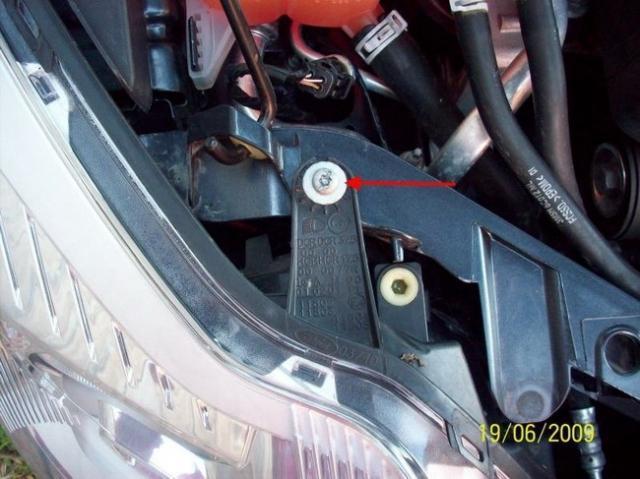 Замена лампочки ближнего света на Ford Focus 2
