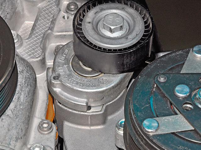 Замена натяжного ролика ремня генератора на фольксваген поло седан