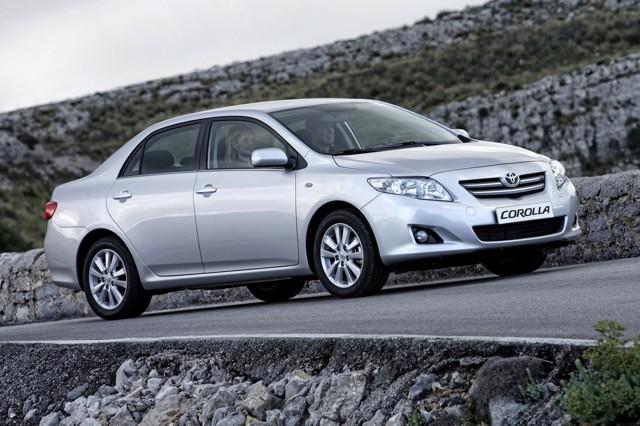 Toyota Corolla X ></noscript> Как я пободил своего робота» width=»640″ height=»426″ class=»size-full aligncenter» />Toyota Corolla 2006–19 </p> <p>Тут есть одна тонкость: хорошую обзорность отмечают многие, но при этом периодически встречаются жалобы на скромное по размеру салонное зеркало. Впрочем, таких людей меньше, чем тех, кто советует не лазить на бордюры.</p> <p> Так что общая оценка положительная: «… в зеркала заднего вида видно всё. Даже то, что не надо видеть». Кроме того, очень многим вместе с обзорностью нравится «чувство габаритов», которое присутствует в не самом маленьком седане: «…</p> <p> спереди видно все, быстро привык к габаритам».</p> <p><img src=