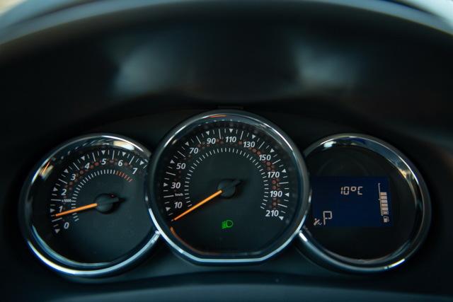 Видео тест драйв Рено Логан в новом кузове