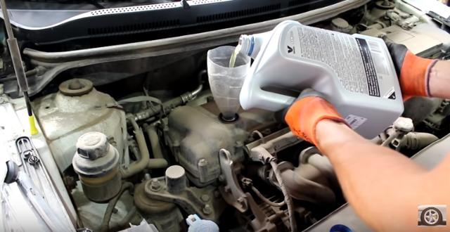 Замена масла вдвигателе имасляного фильтра Kia Rio