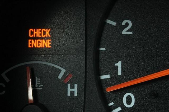 Загорелась ошибка двигателя — что делать и как стереть