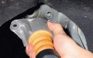 Замена задних амортизаторов Форд Фокус 2 хэтчбек