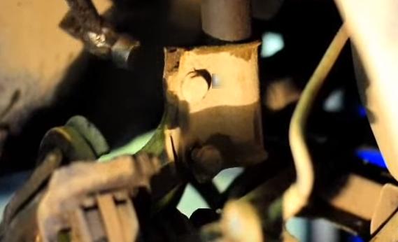 Замена передних стоек на Рено Логан своими руками видео