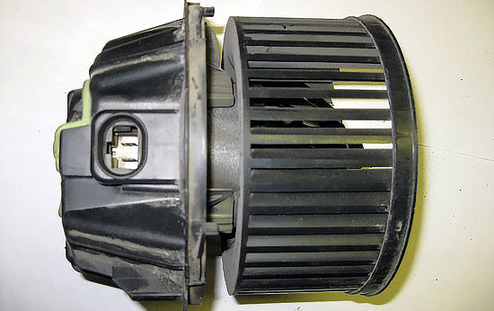 Замена мотора отопителя Рено Сандеро