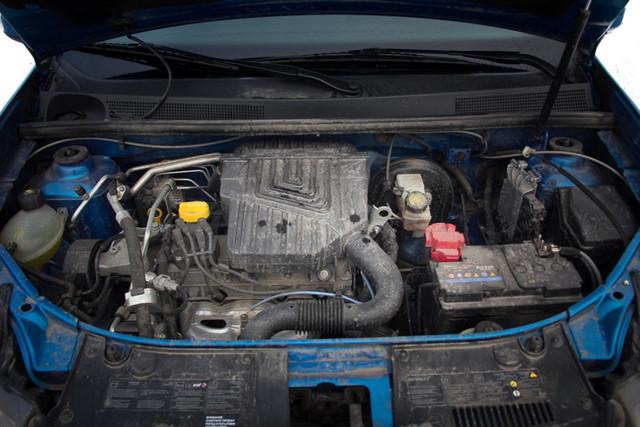 Renault Logan ></noscript> Настоящий пробег логана» width=»640″ height=»427″ class=»size-full aligncenter» />Топливо низкого качества может привести к досрочным проблемам с ДВС и топливной системой</p> <h3>Кузов</h3> <p>Касательно кузова: Логан грешит сколами и трещинами, которые требуют серьезной покраски.</p> <h3>Ходовая часть</h3> <p>В ходовой быстрому износу подвергаются амортизаторы и ступичные подшипники, происходит это в районе 30000 километров.</p> <h3>Тормоза</h3> <p>Наиболее важным элементом «Логана» является тормозная система. Здесь <strong>необходимо каждые 10 тысяч километров</strong> смазывать распределитель тормозных усилий и помнить о неравномерном износе колодок.</p> <p>Если всех этих болячек не имеется, то такая машина прошла больше 40 тысяч километров, ибо все оригинальные детали были заменены на новые по причине полного износа.</p> <h3>Сервисы по проверке пробега Рено</h3> <p>Касательно проверки в сервисах, то здесь стоит обращаться к проверенным дилерам. Причем лучше всего это делать у того мастера, которому вы доверяете и знаете его профессиональные качества.</p> </p> <p>Обращаться в официальные сервисы не является гарантией качественной проверки, ибо они могут отказать в проверке по разным причинам. Также официальные сервисы не любят возиться с машинами, у которых весьма значительный пробег.</p> <p>Кроме того, официальных дилеров Рено не так много по обычному городу, а значит, <strong>туда будет немало очередей</strong>.</p> <h3>Частные сервисы</h3> <p>Частные сервисы могут обмануть клиента:</p> <ul> <li>указывать неверные данные после проверки;</li> <li>брать слишком завышенные суммы;</li> <li>работать с некачественным оборудованием.</li> </ul> <p>Также нет никаких общих рекомендаций по выбору нужного частника, так что ориентироваться придется самостоятельно.</p> <h3>Как определить примерный пробег автомобиля</h3> <p>Километраж любого автомобиля помогут <strong>выявить следующие признаки</strong>.</p> <h3>Педали</h3> <p>Зачастую такие данные 