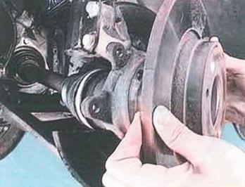 Замена передних тормозных дисков на Рено Логан видео