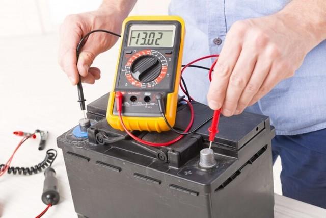Горит лампочка зарядки аккумулятора Форд Фокус 2