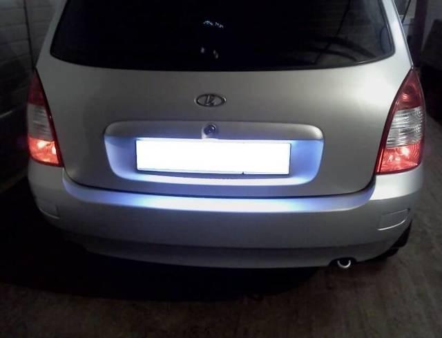 Замена лампы фонаря освещения номерного знака седана Kia Rio