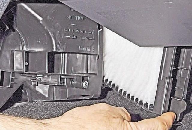 Замена воздушного фильтра Reno Sandero