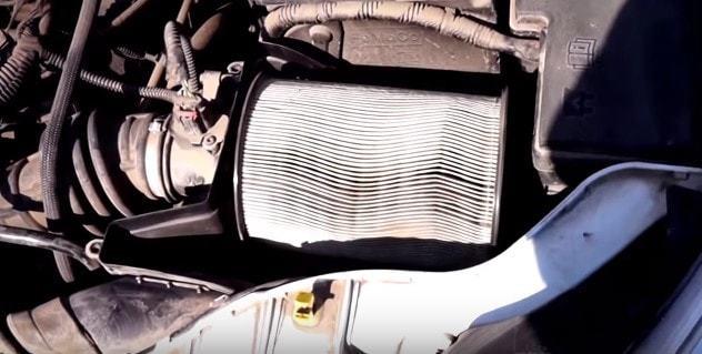Замена воздушного фильтра Форд Фокус 3 своими руками видео