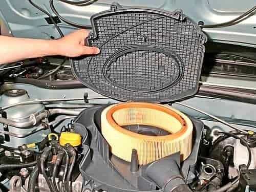Фильтр воздушный двигателя рено сандеро