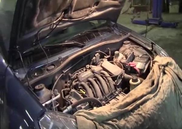 Замена масла в8-клапанном двигателе имасляного фильтра Renault Logan/Sandero