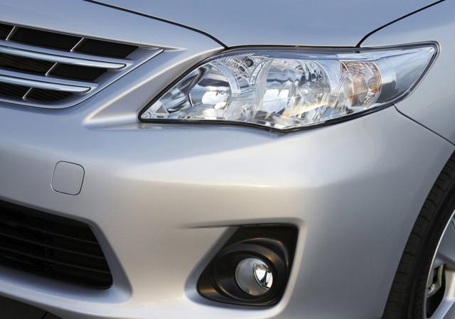Toyota Corolla X ></noscript> Как я пободил своего робота» width=»640″ height=»449″ class=»size-full aligncenter» />Toyota Corolla 2006–19</p> <p>Отмечу, что чаще восторг вызывает именно ближний свет. Впрочем, жалобы на дальний тоже встречаются исключительно редко.</p> <p>Ненависть №3: невыразительность</p> <p>Было бы несправедливо назвать Короллу страшной. Для своего времени – вполне актуальный дизайн, к тому же похожий на более крупную Camry XV40, что очень радовало владельцев Королл. И всё-таки японцы смогли сделать машину не отталкивающей, но поразительно скучной. Причём что внутри, что снаружи.</p> <p><img src=