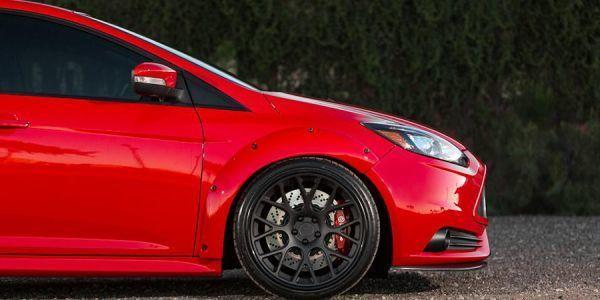 Замена передних и задних тормозных колодок в Ford Focus 3